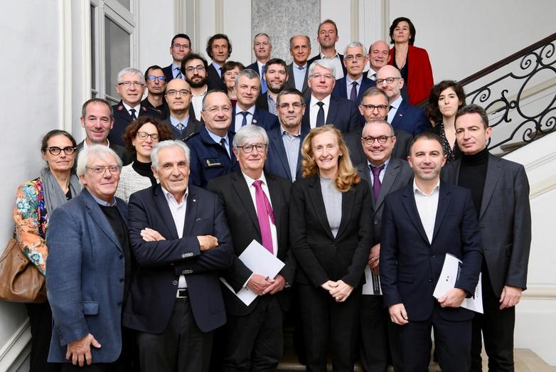 Photo des 34 partenaires signataires